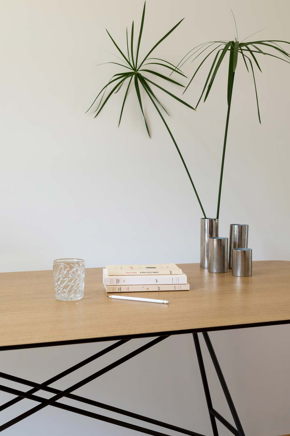 Gustave architect desk top and legs detail