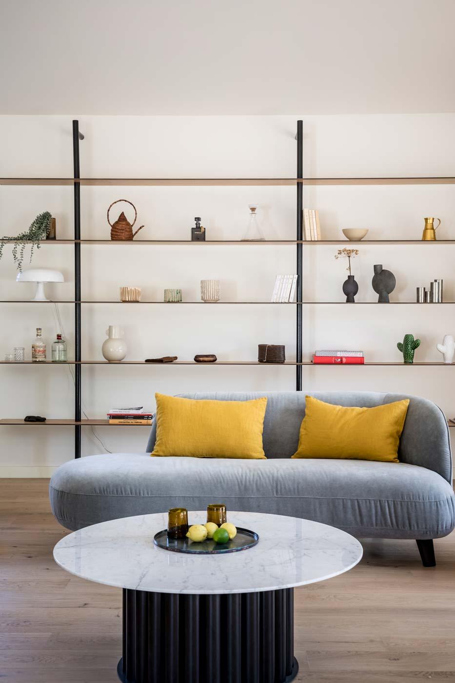 Custom-made furniture, carbon and wood shelh