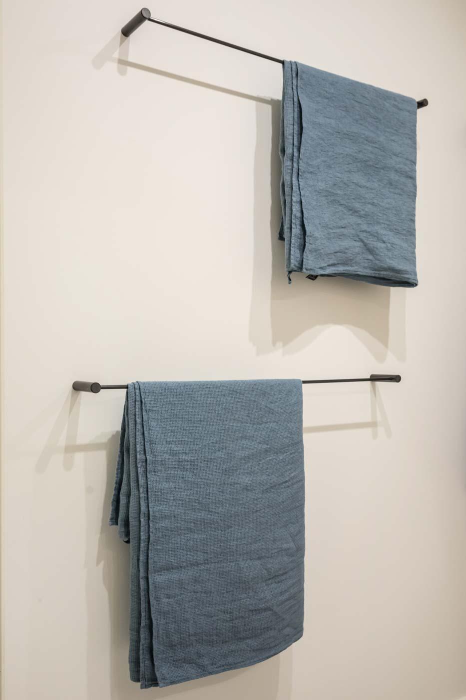 Libellule towel rack
