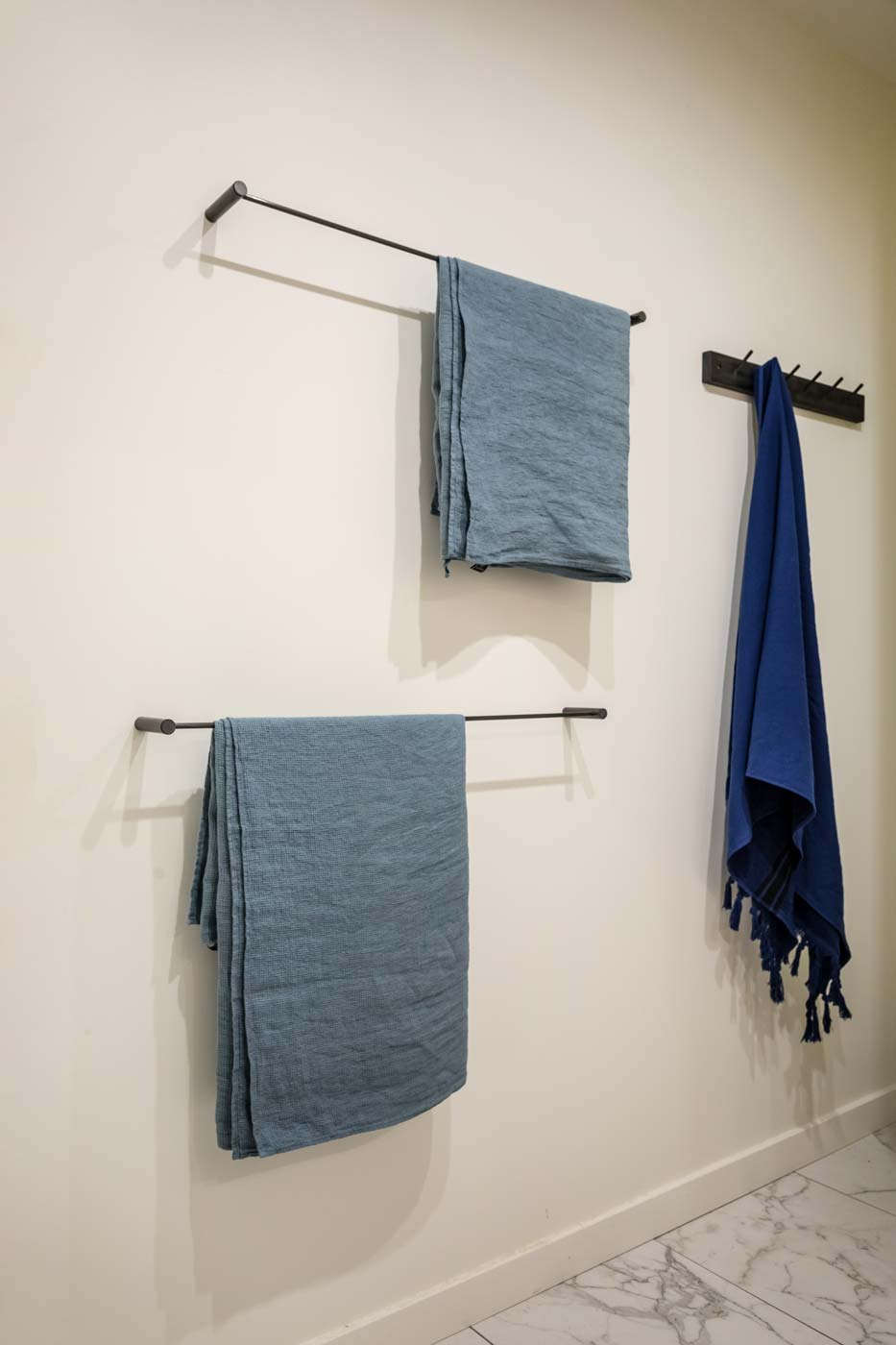Carbon coat rack