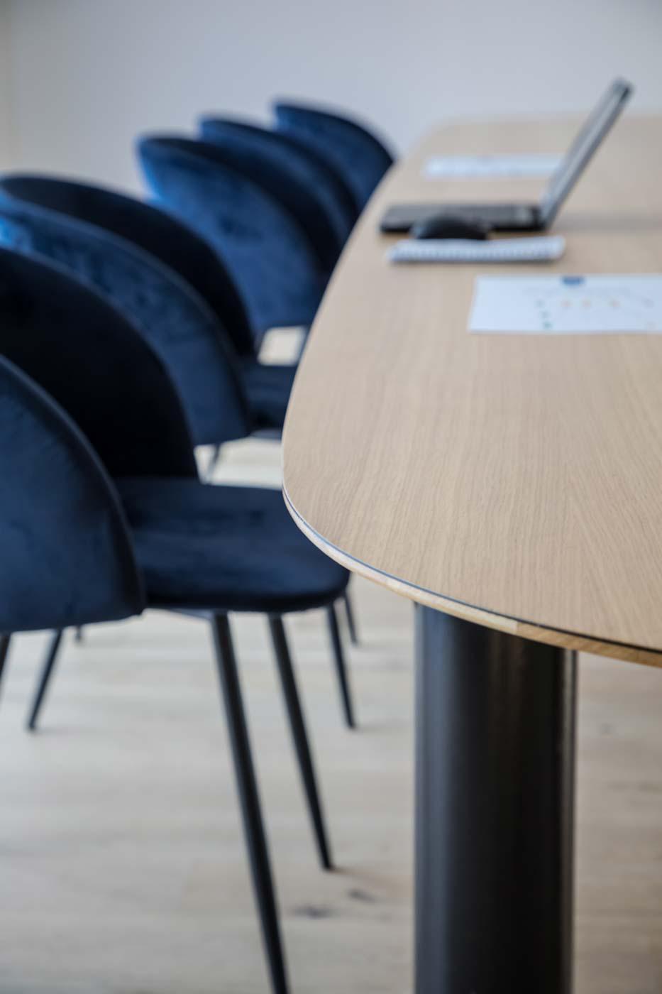 Pilotis Bassin meeting table detail